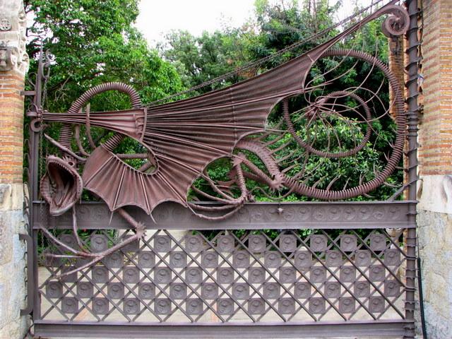 Кованые ворота Гауди фото